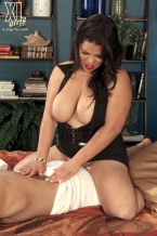 Cock Massaging By Female-dom Spyce