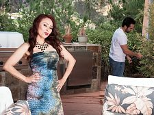 Red-hot Mom I'D LIKE TO FUCK Claudia gets ass-fucked by the gardener