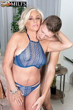 Payton bonks her son's friend